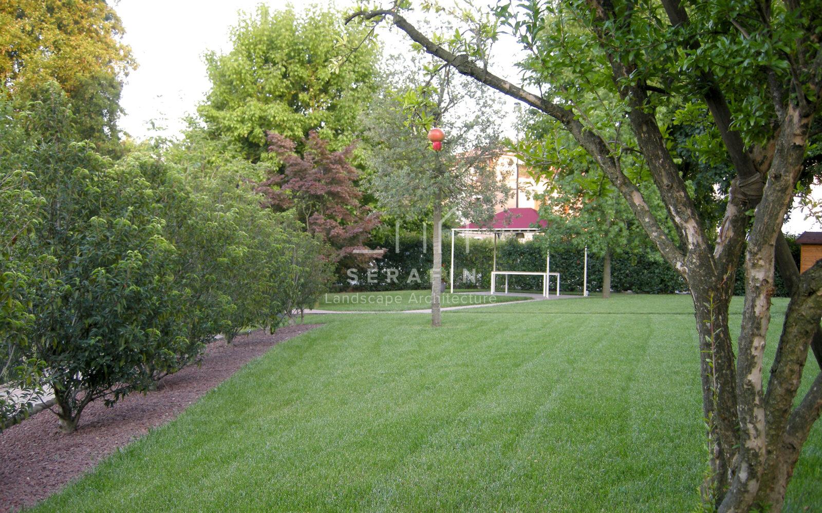 giardino privato con erbacee perenni a Treviso - 5
