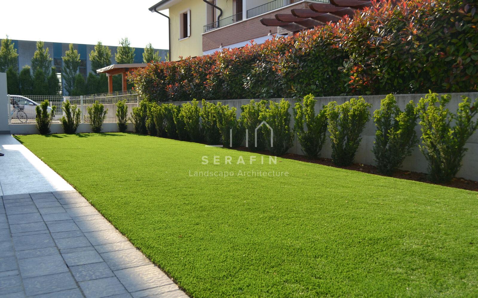 giardino privato con tappeto d'erba sintetica - 1