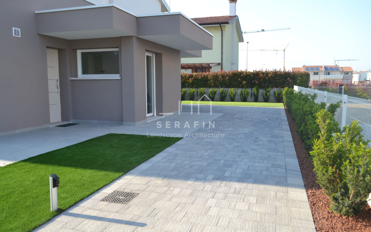 private garden with artificial grass carpet - 2
